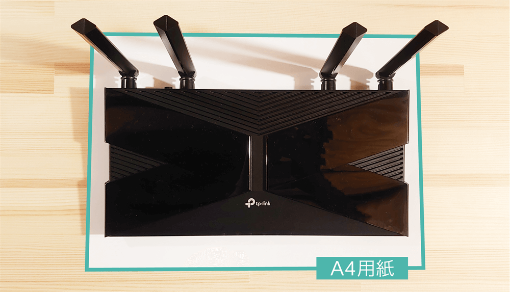 TP-Link Archer AX20とA4コピー用紙を比較した様子