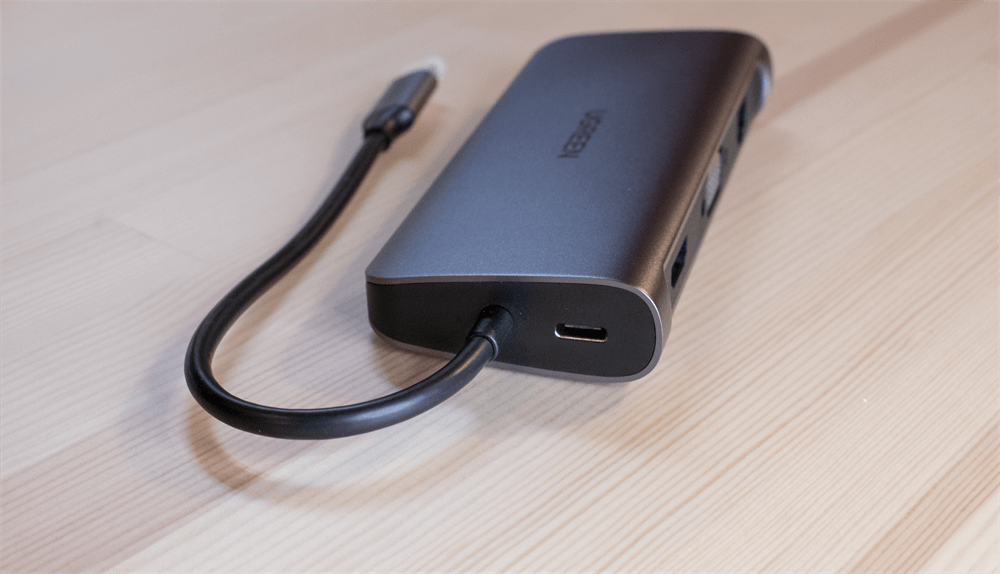 UGREEN USB-Cハブ 10in1のType-Cケーブルは直付け